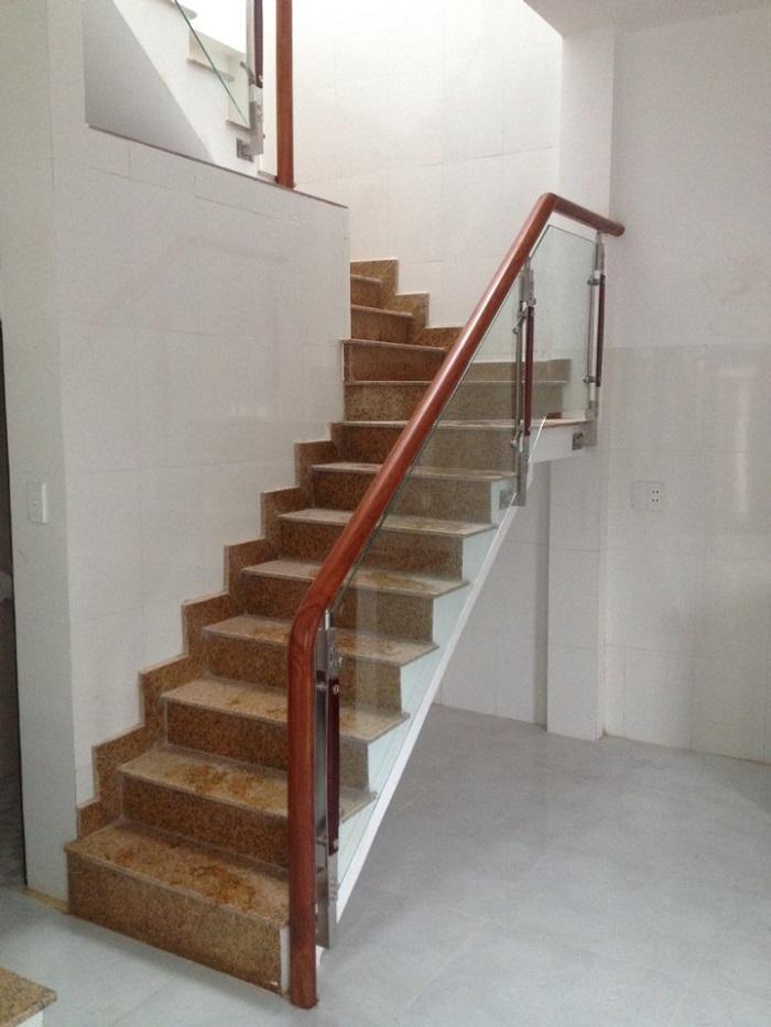 Cầu thang Đá vàng Bình Định