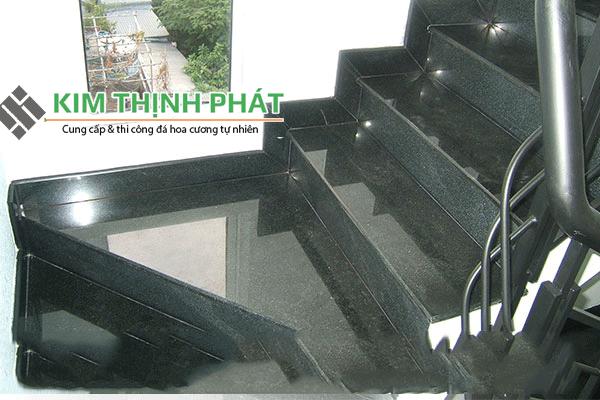 Cầu thang đá đen campuchia