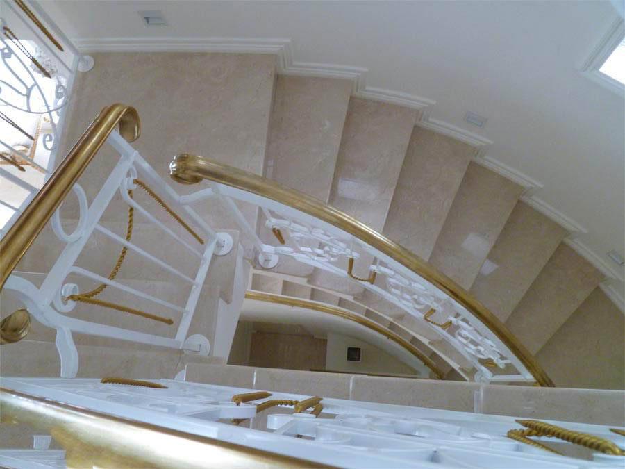 Thi công đá Marble vàng Ai Cập cầu thang