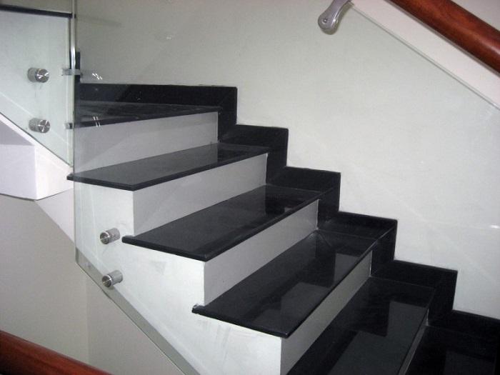 Cầu thang đá hoa cương đen Bazan