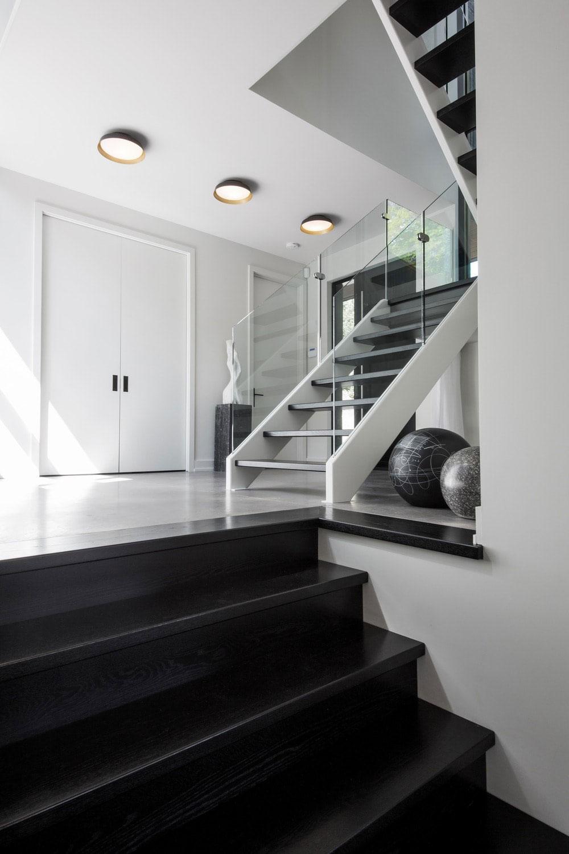 Đá ốp cầu thang màu đen Granite