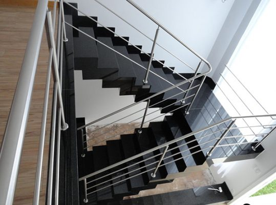 Đá ốp cầu thang màu đen Huế