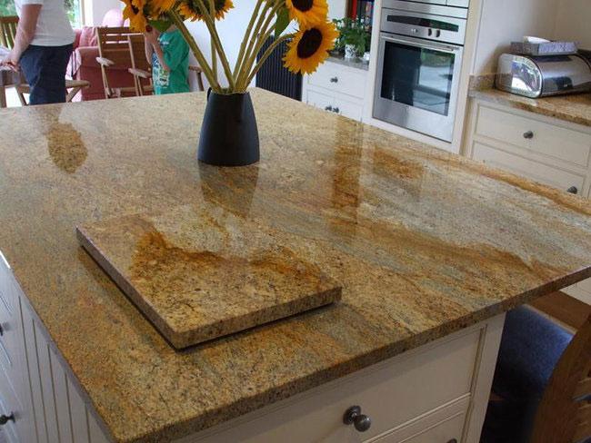 Bàn ăn đá Granite vàng