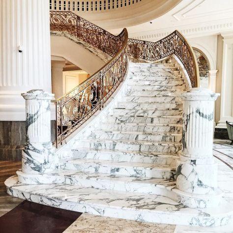 Càu thang đá hoa cương trắng