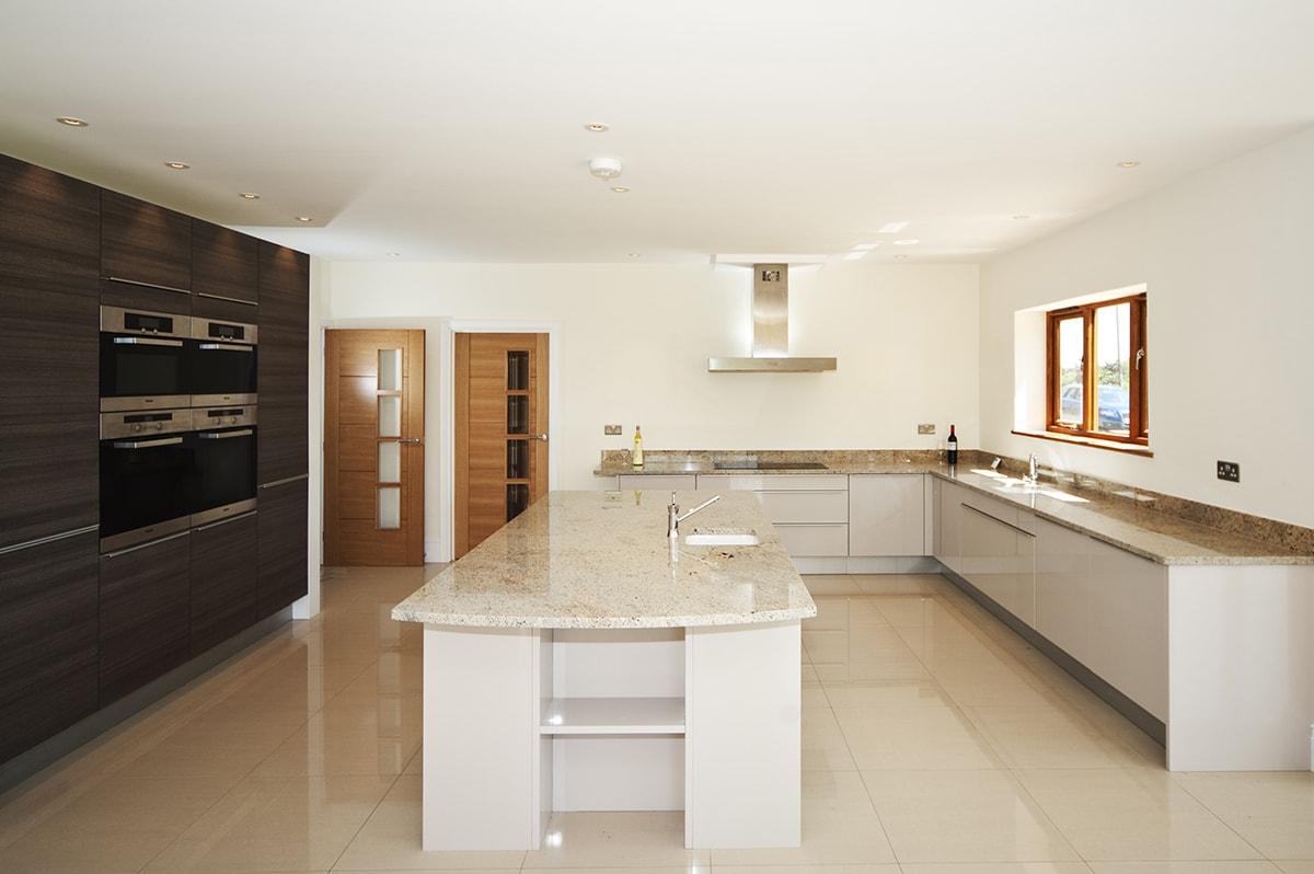 Mặt đá tủ bếp màu trắng Granite