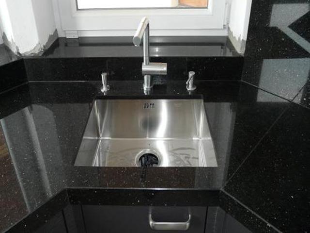 giá đá granite làm mặt bếp KIm Sa Cám