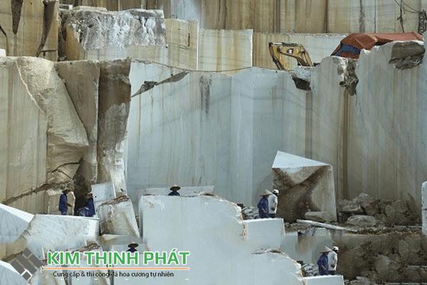 khai thác đá marble trắng ý